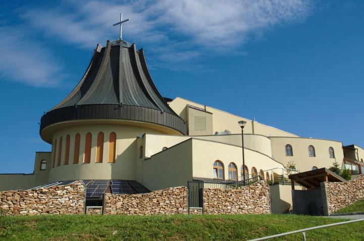 1 éve már éjszaka is látszik a templom Gazdagréten